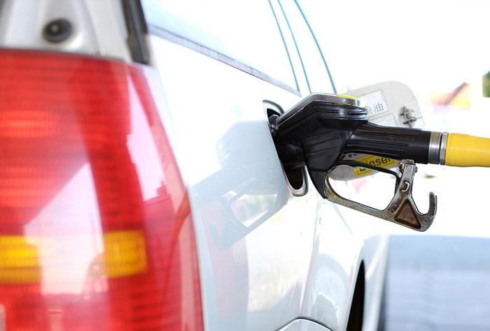 치솟는 기름값, 올 여름 운전자 주머니 털어낼 듯