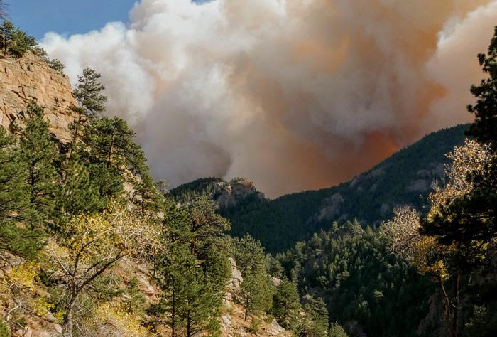 기온 급상승으로 산불, 인명 및 홍수 피해 발발